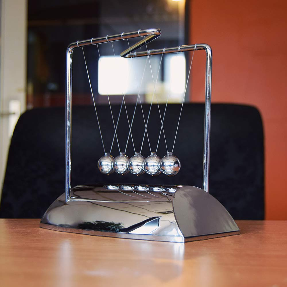 Newtons Cradle Chrome