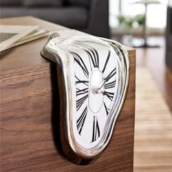 Melting Clock van Dali, deze smeltende klok is een aanwist voor je  interieur.