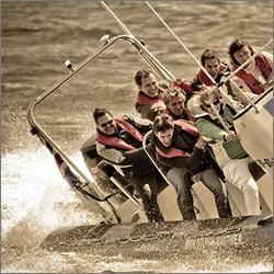 Ga voor adrenaline en kies voor het spannende speedboot uitje van Go Fast Scheveningen!